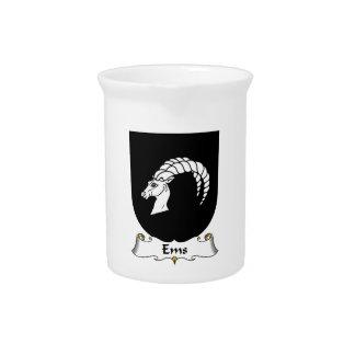 Escudo de la familia del ccsme jarras para bebida