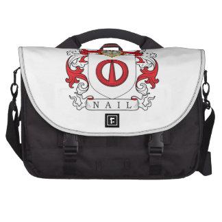 Escudo de la familia del clavo bolsas para portatil