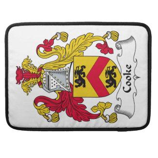 Escudo de la familia del cocinero fundas para macbook pro