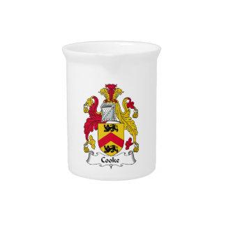 Escudo de la familia del cocinero jarra para bebida