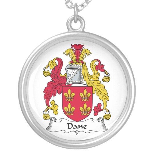 Escudo de la familia del danés collar plateado