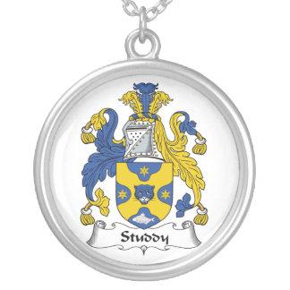 Escudo de la familia del estudio pendientes