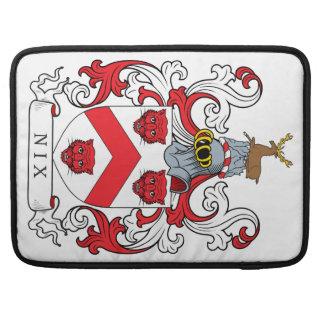 Escudo de la familia del Nix Fundas Para Macbooks