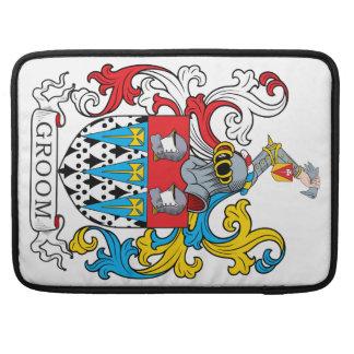 Escudo de la familia del novio fundas para macbook pro