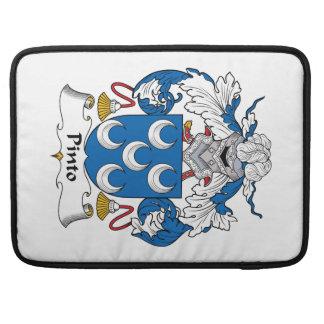 Escudo de la familia del Pinto Fundas Para Macbooks