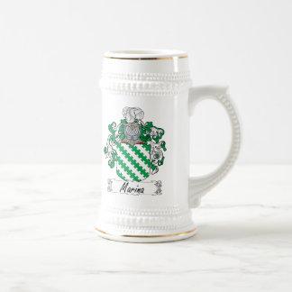Escudo de la familia del puerto deportivo tazas de café