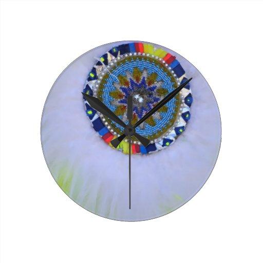 Escudo de la pluma relojes de pared