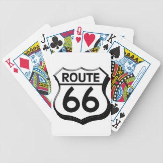 escudo de la ruta 66 con la sombra cartas de juego