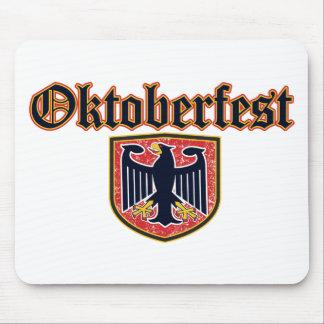 Escudo de Oktoberfest Tapetes De Ratón