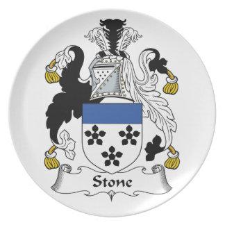 Escudo de piedra de la familia platos