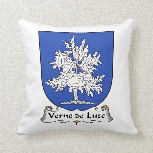Escudo de Verne de Luze Family Almohada