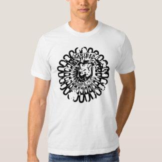 Escudo del Grunge del león de Caribea Camisas