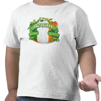 Escudo del irlandés de Regan Camisetas
