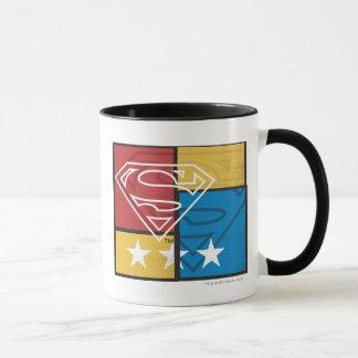 Escudo del superhombre con las estrellas taza