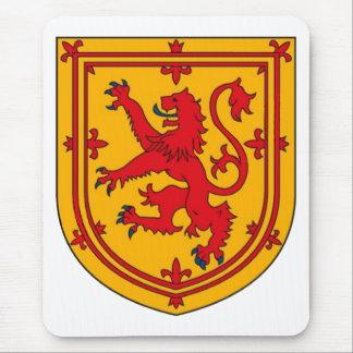Escudo desenfrenado del león de Escocia Tapete De Raton