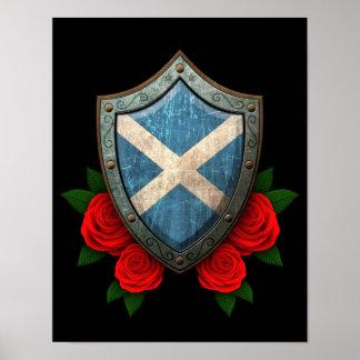 Escudo escocés gastado de la bandera con los rosas poster