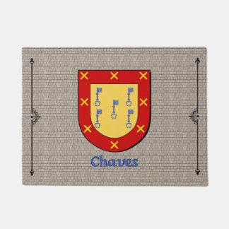 Escudo histórico de Chaves en el guijarro Felpudo