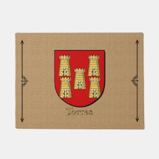 Escudo histórico de Torres en el guijarro Felpudo