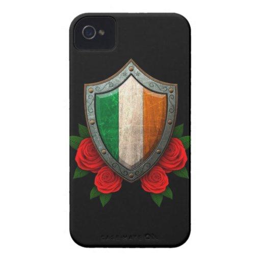 Escudo irlandés gastado de la bandera con los rosa iPhone 4 cárcasa