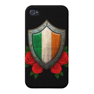 Escudo irlandés gastado de la bandera con los rosa iPhone 4 protectores