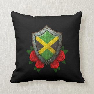 Escudo jamaicano gastado de la bandera con los ros almohada