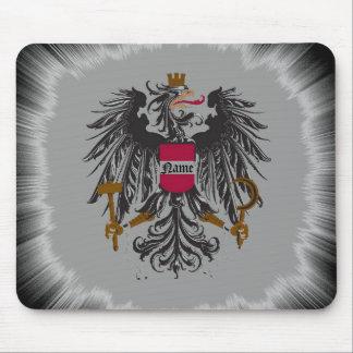 Escudo medieval del dragón mousepads