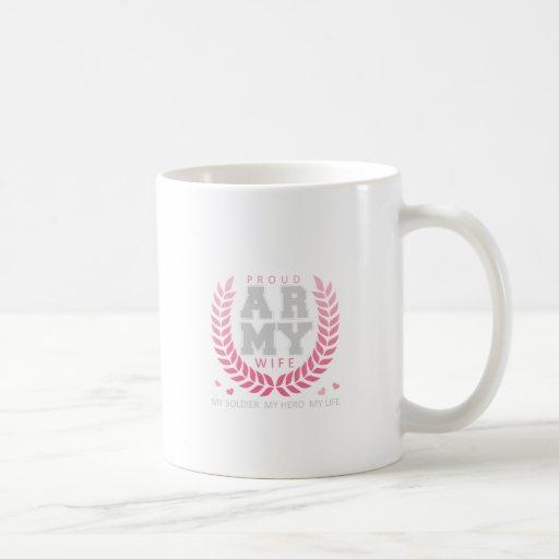 Escudo orgulloso de la esposa del ejército tazas de café