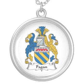 Escudo pagano de la familia collares personalizados