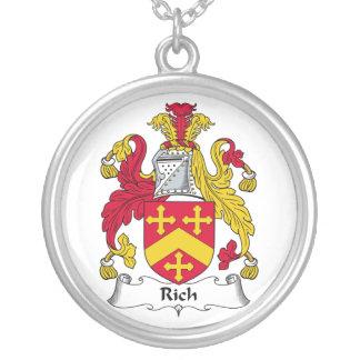 Escudo rico de la familia collar
