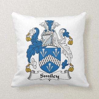Escudo sonriente de la familia almohadas