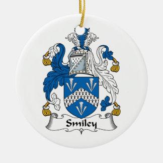 Escudo sonriente de la familia adorno redondo de cerámica