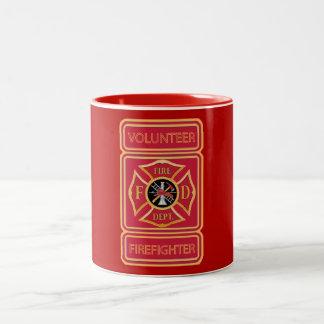 Escudo voluntario del bombero taza de dos tonos