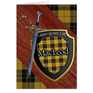 Escudo y espada escoceses del tartán de MacLeod Tarjeta De Felicitación