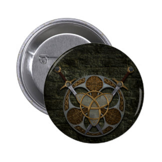 Escudo y espadas célticos pin redondo de 2 pulgadas