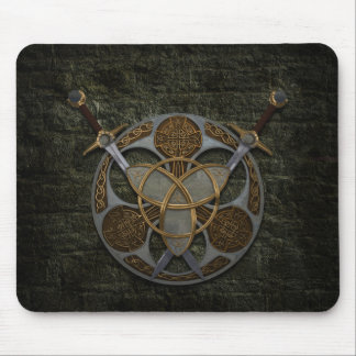 Escudo y espadas célticos tapete de raton