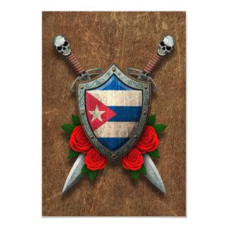 Escudo y espadas cubanos envejecidos de la bandera comunicados personales