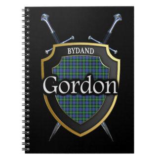 Escudo y espadas del tartán de Gordon del clan Spiral Notebook
