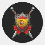 Escudo y espadas españoles gastados de la bandera etiqueta redonda