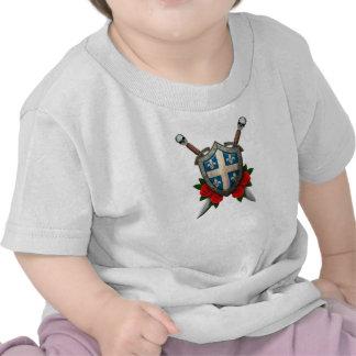 Escudo y espadas gastados de la bandera de Quebec Camisetas