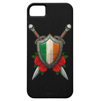 Escudo y espadas irlandeses gastados de la bandera iPhone 5 carcasas