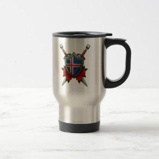 Escudo y espadas islandeses gastados de la bandera taza de viaje