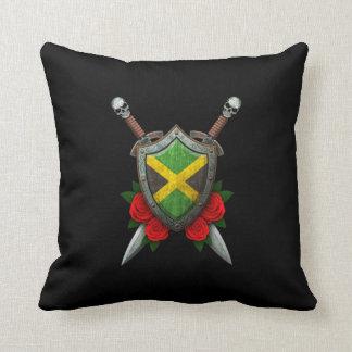 Escudo y espadas jamaicanos gastados de la bandera cojines