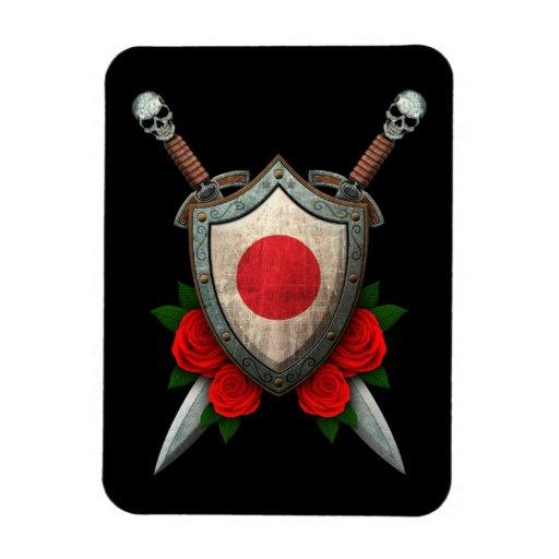 Escudo y espadas japoneses gastados de la bandera  imanes de vinilo