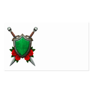Escudo y espadas libios gastados de la bandera con tarjetas de visita