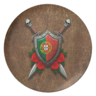 Escudo y espadas portugueses envejecidos de la ban plato