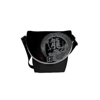 Escudo y kanji japoneses del dragón bolsas de mensajería