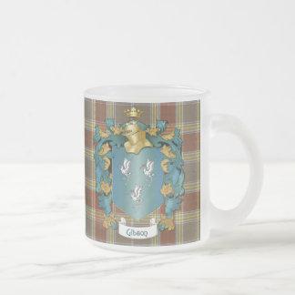 Escudo y tartán de la familia de Gibson (ingleses) Taza De Café Esmerilada