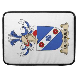 Escudos de la familia de Beringer Fundas Macbook Pro