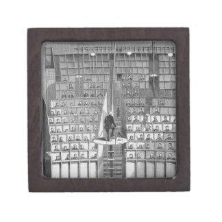 Escuela adulta en la capilla, en el sistema separa caja de regalo de calidad