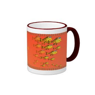 Escuela de la taza amarilla de los pescados